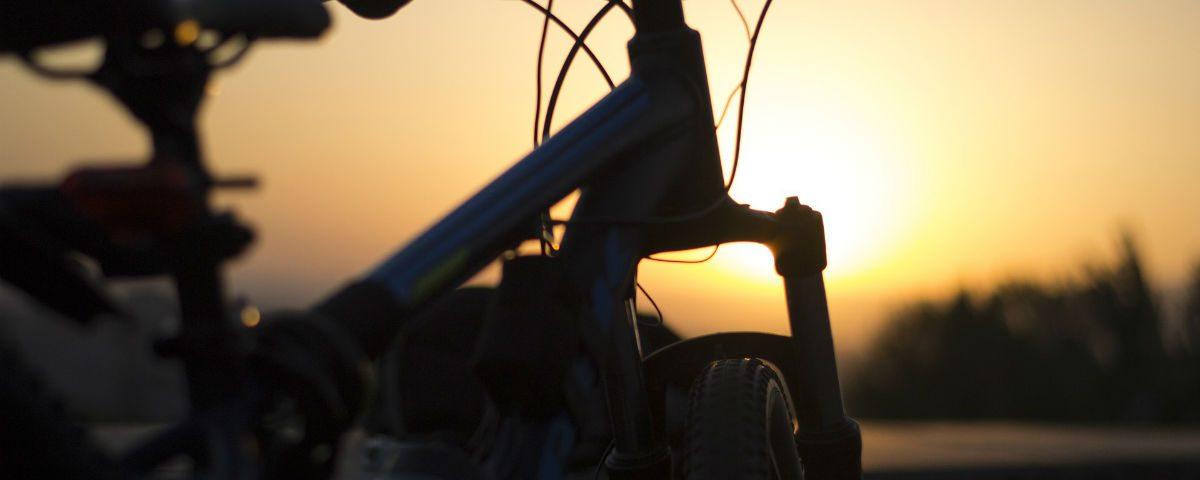bici ombra tramonto