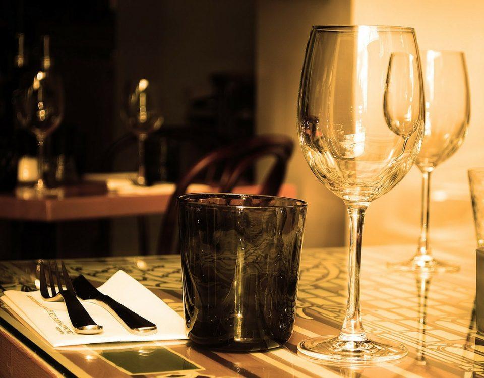 tavola imbandita cena